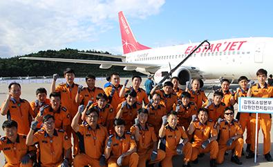 비행기끌기대회 단체사진 이미지